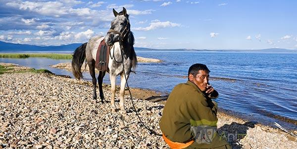 Un nomade mongol et son cheval